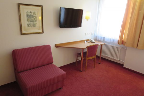 Double Room Desk, TV
