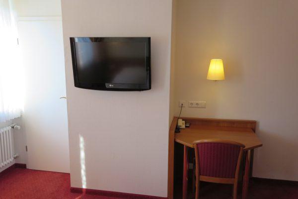Doppelzimmer Tisch, TV